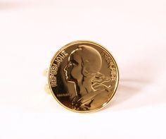 Une bague faite avec une pièce de 1 Franc. On ne vous l'avait jamais faite celle-là !