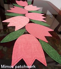 . Diy Home Crafts, Felt Crafts, Easter Crafts, Fabric Crafts, Sewing Crafts, Sewing Projects, Crochet Table Runner Pattern, Patchwork Table Runner, Quilted Table Runners