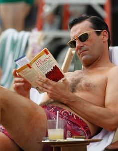 "Don Draper Goes Medieval! Is Mad Men Don Draper's ""Inferno""? Good Books, Books To Read, My Books, Reading Books, Agatha Christie, Mad Men Don Draper, Celebrities Reading, Men Tv, Mad Men Fashion"
