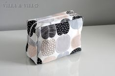 Villa ja Villa: DIY meikkipussi tai pussukka (versio 2) Diy Bags Purses, Diy And Crafts, Lunch Box, Sewing, Inspiration, Korit, Nice Ideas, Villa, Patterns
