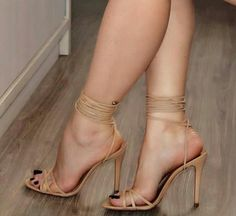 Only Sexy Feet & Toes — Gorgeous toes and sexy heels. Sexy Legs And Heels, Hot High Heels, High Heels Stilettos, Stiletto Heels, Nude Heels, Gorgeous Feet, Beautiful Shoes, Look Plus Size, Sexy Toes