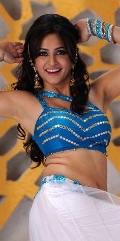 Beautiful Bollywood Actress, Most Beautiful Indian Actress, Hot Actresses, Indian Actresses, Kirti Kharbanda, Actress Navel, Bollywood Girls, India Beauty, Indian Sarees