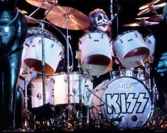 Peter Criss on Drums Kiss Rock Bands, Kiss Band, Kiss Members, Pearl Drums, Vinnie Vincent, Vintage Kiss, Peter Criss, Kiss Pictures, Paul Stanley