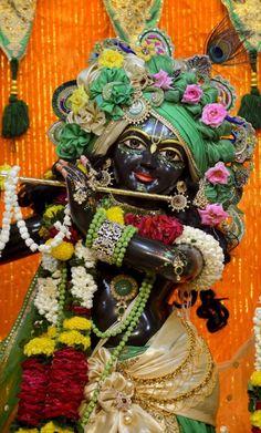 Krishna Hindu, Cute Krishna, Iskcon Krishna, Lord Krishna Hd Wallpaper, Radha Rani, Krishna Quotes, How To Better Yourself, Health Benefits, Clarity