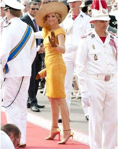 Máxima maakt zelfs de kleur oranje chique tijdens het huwelijk van prins Albert en zijn Charlene in Monaco.
