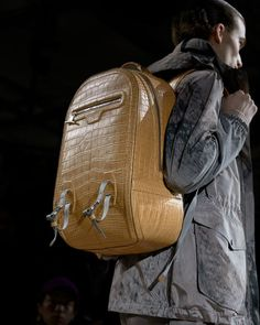 Mens Fashion Winter – The World of Mens Fashion Louise Vuitton, Winter 2018 Fashion, Mens Fall, Winter Trends, New Bag, Luxury Bags, Louis Vuitton Handbags, Leather Backpack, Bag Accessories