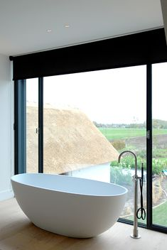 More About Amazing Tubs Living Fence, Bathtub Remodel, Workspace Design, Curtains With Blinds, Villa, Beautiful Interiors, Traditional House, Loft, Modern Bathroom