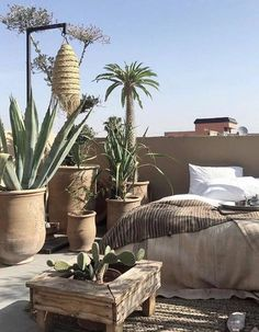 Inspiration from interior and exterior design. I select and post the interiors that make me want to live in that room. Outdoor Rooms, Outdoor Gardens, Outdoor Living, Exterior Design, Interior And Exterior, Room Interior, Riad, Roof Architecture, Moroccan Design