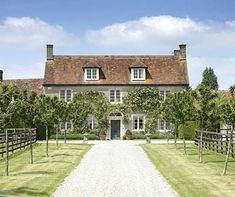 Best Surfaces For Driveways Country Life - Country Cottage Kitchens Uk Style At Home, Driveway Landscaping, Gravel Driveway, Georgian Homes, English House, House Entrance, Country Life, French Country, Country Houses