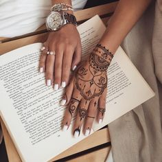 Traditional #henna glove with chains #Veronicalilu