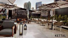 La Spiga localizada en  W Doha Hotel & Residences en DOHA, QATAR.  Una idea de cómo utilizar Bitta, la colección de mobiliario para exterior de la marca Kettal.