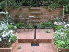 Courtyard Gardens   ... Flower Show 2009 Courtyard Garden Photos - Garden Design Unlimited