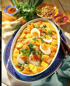 Möhren-Kartoffel-Curry mit Eiern Our popular recipe for carrot and potato curry with eggs and more than other free recipes at LECKER. Carrot Recipes, Egg Recipes, Salad Recipes, Cooking Recipes, Free Recipes, Healthy Breakfast Recipes, Healthy Cooking, Healthy Recipes, Healthy Chicken Dinner