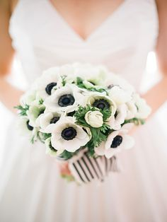 We love this adorable bouquet shot by Heidi Lau Photography