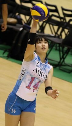 Volleyball Poses, Female Volleyball Players, Human Poses, Sports Figures, School Sports, Sporty Girls, Athletic Women, Female Athletes, Sports Women