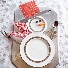 Create a cute snowman place settings with this simple idea that showcases your white dishes and a few embellishments. Perfect for your holiday meals! Get 30 more easy holiday decorating ideas.