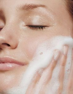 "Glass Skin is one of the rising skincare trends of recent times. Do you know what ""Glass Skin"" is? ICONIC FASHION What Is Glass Skin? Natural Oils For Skin, Natural Face, Beauty Shoot, Image Skincare, How To Treat Acne, Acne Prone Skin, Acne Skin, Facial Cleanser, Acne Facial"