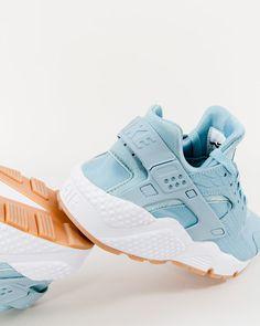 Nike Wmns Air Huarache Run SE - 859429-400 - Mica Blue/Mica Blue-Gum Yellow-White
