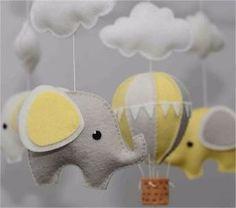 Móbile De Feltro Elefante Balão E Nuvens - Escolha As Cores - R$ 125,00