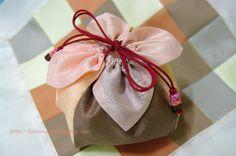 꽃바늘 :: 규방공예 / 전통매듭 :: 꽃잎 주머니