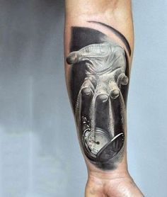 Relógio de bolso antebraço tatuagem http://tatuagens247.blogspot.com/2016/08/outlaw-tatuagem-ideias-para-homens.html