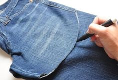 Jeans Denim, Patched Jeans, Shorts Diy, Como Fazer Short, Sewing Hacks, Sewing Projects, Jean Diy, Diy Clothing, Jean Outfits