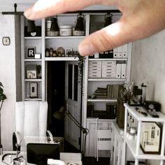 1/12scale Dollhouse 本日お引き渡しでした。 年末に戻って来るまでしばらくお別れです。 作業机の上が広々寂しくなりました。 こうしてまた次へ行くのです 展示日程はまた後日お知らせします。 #dollhouse #miniatures #handmade…