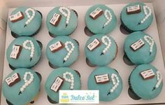 Cupcakes de vainilla con chispas de chocolate.  Modelo Primera Comunión