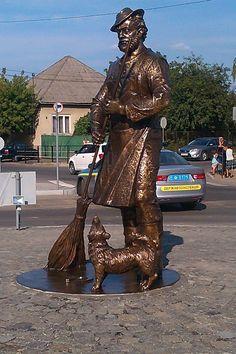 У Мукачеві розгорівся несподіваний скандал – активісти та правозахисники обурилися встановленням у місті пам'ятника рому, спонсором якого став депутат Закарпатської обласної ради, син народного депута