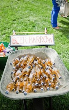 Outdoor wedding drink station for the cocktail party, beer barrow Rustic Backyard, Backyard Bbq, Backyard Ideas, Rustic Garden Party, Backyard Parties, Rustic Outdoor, Outdoor Rustic Wedding Ideas, Backyard Signs, Backyard Engagement Parties
