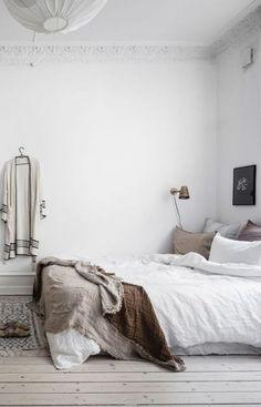 27 Trendy bedroom vintage decoration home decor Bedroom Corner, Home Bedroom, Bedroom Furniture, Bedroom Ideas, Bedroom Inspiration, Linen Bedroom, Kids Bedroom, Interior Inspiration, Master Bedroom