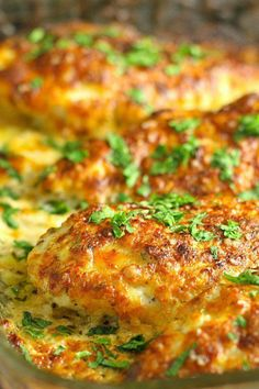 Cajun Delicacies Is A Lot More Than Just Yet Another Food This Family Friendly Smothered Cheesy Sour Cream Chicken Dish Is Quick, Easy, And Delicious There's Only Ten Minutes Of Prep Time And Then The Oven Takes Care Of The Rest Comida Keto, Sour Cream Chicken, Turkey Dishes, Chicken Dishes For Dinner, Baked Chicken Recipes, Keto Chicken Thigh Recipes, Oven Baked Chicken, Breaded Chicken, Freundlich