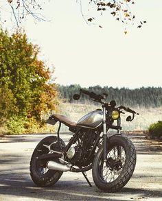 dropmoto: Lovely little corner crushing Yamaha TW200 shared with us by @antony_starboxrider. #dropmoto #builtnotbought #yamaha #tw200 #streettracker #bratstyle #brat #yamahayardbuilt