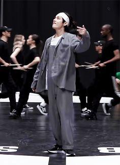 200226 'ON' Dance Practic uploaded by 𝔤𝔬𝔩𝔡𝔢𝔫 𝔦𝔡𝔬𝔩 ⁷̶ V Taehyung, Bts Jungkook, Suga Abs, Bts Dance Practice, V Bts Wallpaper, Bts Dancing, Learn Korean, Handsome Faces, Korean Bands