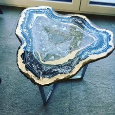Mesmerizing Resin Tables Designed to Look Like Giant Glistening Geode Slices Each table is handmade with resin, paint, and real crystals. Resin Crafts, Resin Art, Eco Resin, Design Café, Resin Furniture, Furniture Cleaning, Furniture Design, Office Art, Decoration