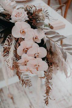 Dee + Dan by Ivy Road Photography Boho Wedding, Wedding Table, Floral Wedding, Wedding Bouquets, Wedding Flowers, Dream Wedding, Wedding Day, Autumn Wedding, Rustic Wedding