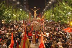 No te pierdas la Semana Santa de Granada, es impresionante... ¡Aún estás a tiempo! Alquila un coche en Firefly con descuento.  #Firefly #Semana #Santa #Granada #alquiler #auto