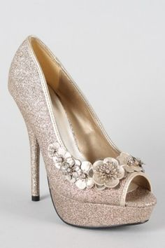 Aren't these the perfect wedding shoes? A little height, a beautiful neutral color, and as much glitter as possible! #weddingshoes #champagneshoes #glitteryshoes