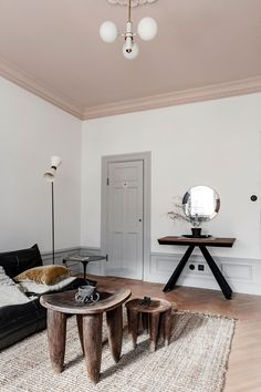 If you'd like to offer your own living room a totally one-of-a-kind look, uniquely designed wall pieces is the … Pink Ceiling, Colored Ceiling, Ceiling Color, Plafond Rose, Living Room Designs, Living Room Decor, Lofts, Home Decor Inspiration, House Design