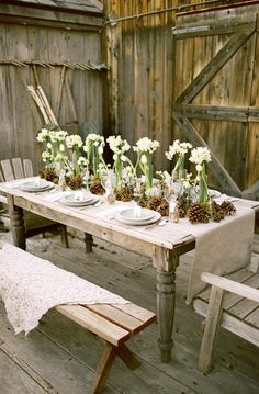 LOVE THIS FOR A DINING ROOM!Paper White centerpieces! Brightens up the room and cabin. Wonder whats for dinner!