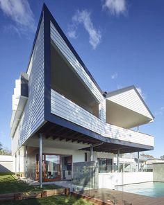 A modern take on a classic Queenslander. Nundah House  by kahrtel.