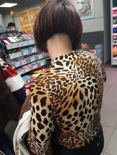 Best Picture For nape undercut female For Your Taste You are looking for something, and it is going Edgy Haircuts, Stacked Bob Hairstyles, Trendy Hairstyles, Shaved Nape, Shaved Sides, Short Stacked Bobs, Short Bobs, Short Hair Cuts, Short Hair Styles