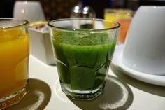 Apen matkat: Kiertomatkan osa 3, aamu Cancunin hotellissa, tarjolla vihreää juomaa