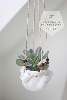 Suspension Pour Plante En Traphilo Avec Perle En Bois Et Pompon De Laine Couleurs Douces Le