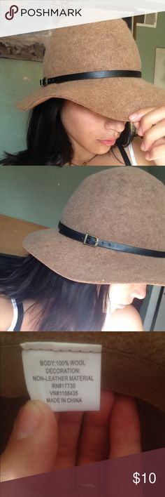 Cute brown hat perfect for fall Brown wool hat with a non-leather belt decoration around it. Perfect for the fall and winter really warm. The only defect is that the belt is kind of coming off but nothing super glue can't fix! Never used it Other