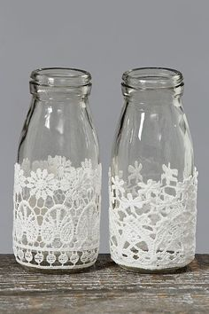 Decorative Bottles : Decorative Milk Bottles with Lace, con botes Juanito Fernandez DIY & Crafts Wine Bottle Crafts, Mason Jar Crafts, Bottle Art, Shabby Chic Accessories, Diy Accessories, Craft Projects, Projects To Try, Bottles And Jars, Milk Bottles