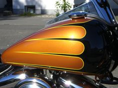 scallop tank paint - Google Search Custom Paint Motorcycle, Motorcycle Tank, Pinstripe Art, Hot Rods, Custom Tanks, Helmet Paint, Custom Paint Jobs, Custom Harleys, Pinstriping