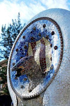 05 Parque Güell La escalinata 04 13219 - Parque Güell (Park Güell) Calle Olot, Monte del Carmel, Barcelona  Arquitecto: Antoni Gaudí con la colaboración de Josep Maria Jujol, Francesc Berenguer, Joan Rubió y Llorenç Matamala.