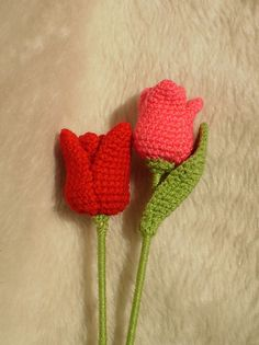 Tulip on Ravelry: free pattern for amigurumi style tulips that really stand up! Gorgeous! #crochet #flowers