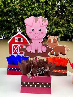 Centros de cumpleaños animales granja SET de 6 Si usted quisiera comprar sólo una pieza central, usted puede comprar aquí... https://www.etsy.com/listing/281461482/farm-theme-birthday-party-wood-guest VERSIÓN DE LA NIÑA ENCONTRADO AQUÍ...